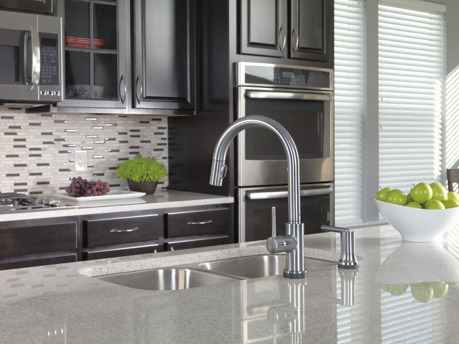 Delta 9159-BL-DST Matte Black Trinsic Pull-Down Kitchen Faucet with ...