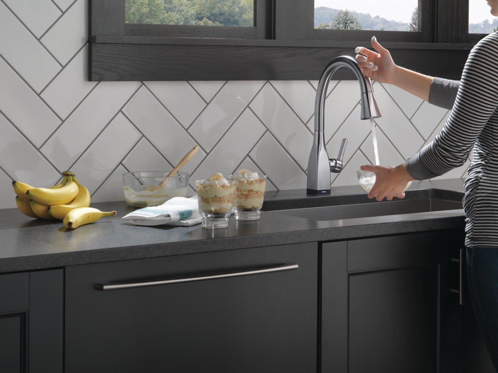 Delta 9183T-AR-DST Arctic Stainless Mateo Pull-Down Kitchen Faucet ...
