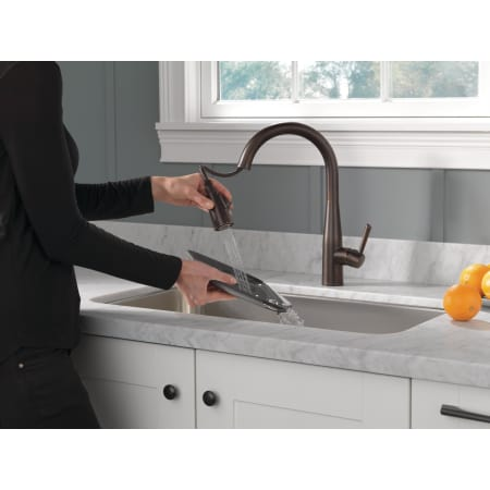 Delta 9113 Dst Chrome Essa Pull Down Kitchen Faucet With