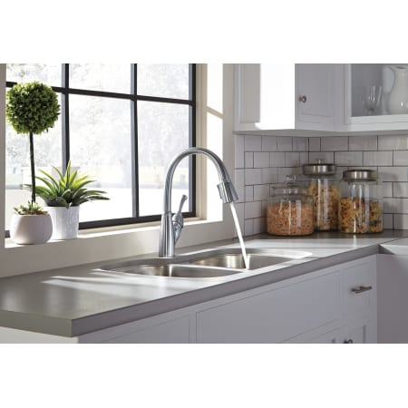 Delta 989 Dst Chrome Allora Pull Down Kitchen Faucet With
