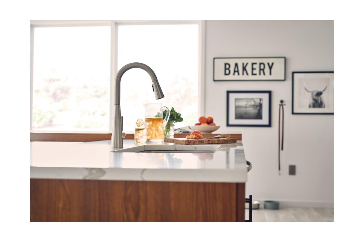 Moen 7864BL Matte Black Sleek Pull-Down Spray Kitchen Faucet with ...