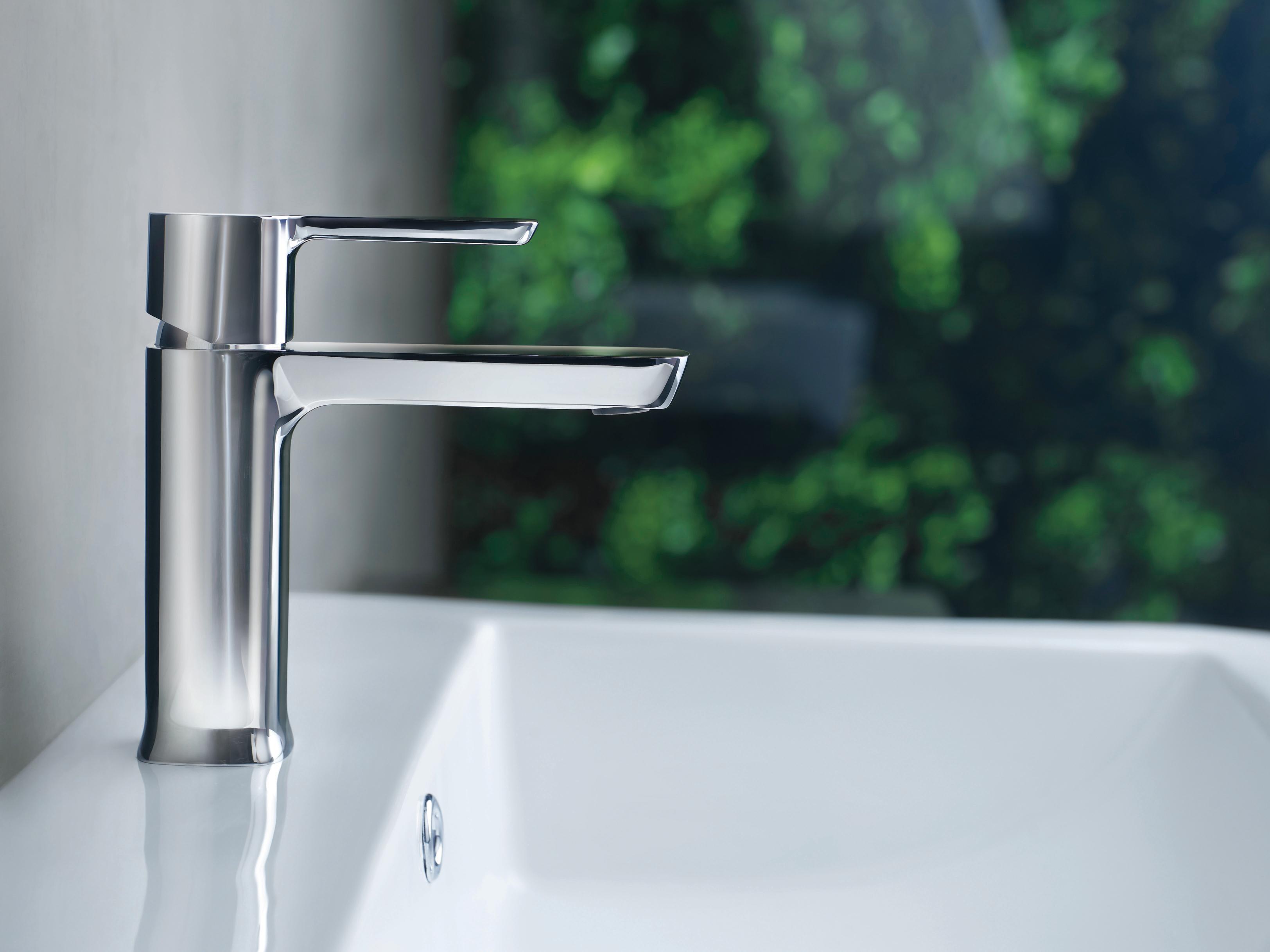Delta 581LF-PP Chrome Modern 1.2 GPM Single Hole Bathroom Sink ...