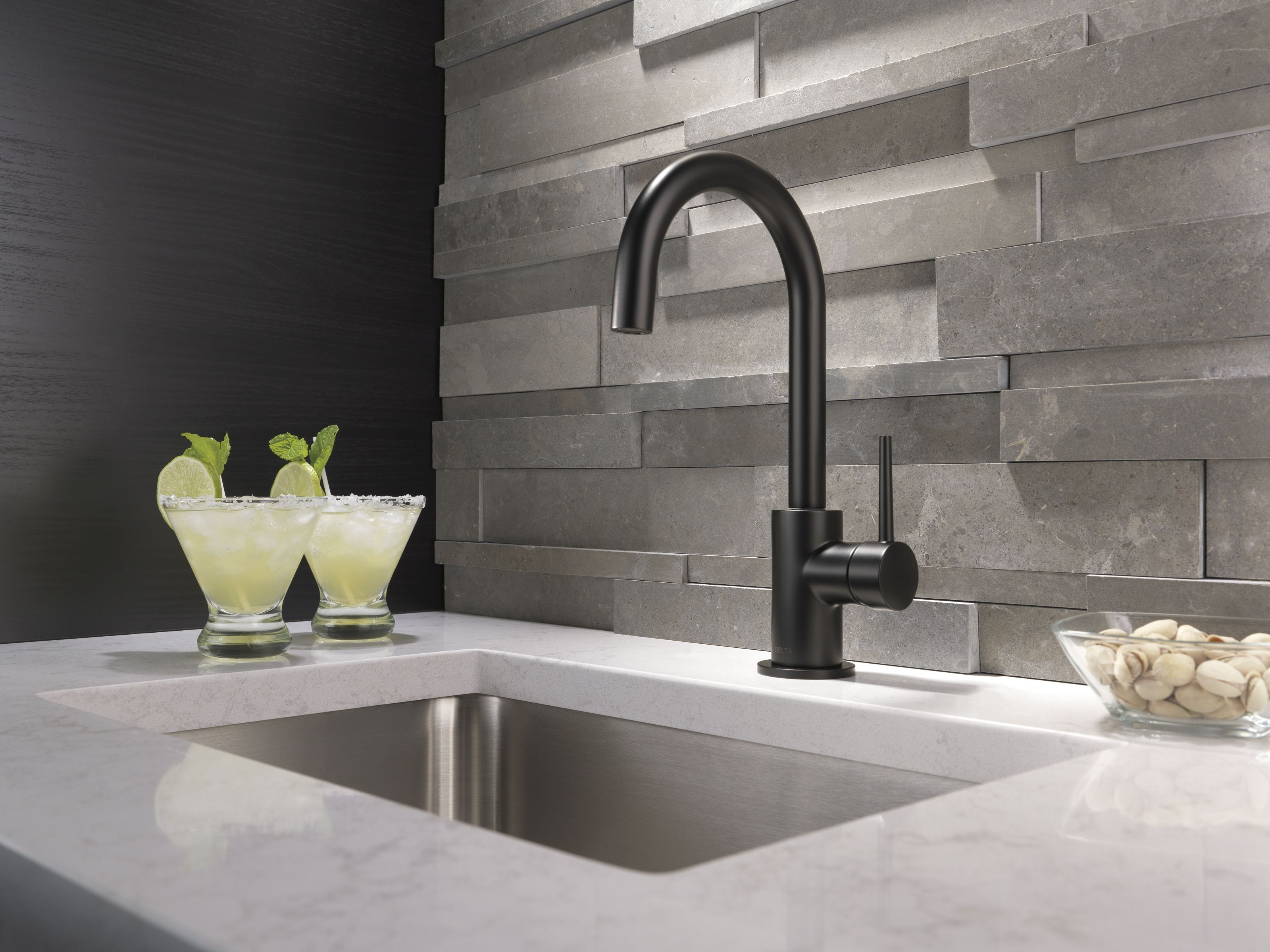 pictures-of-kitchens-with-black-faucets-gang-hardcore