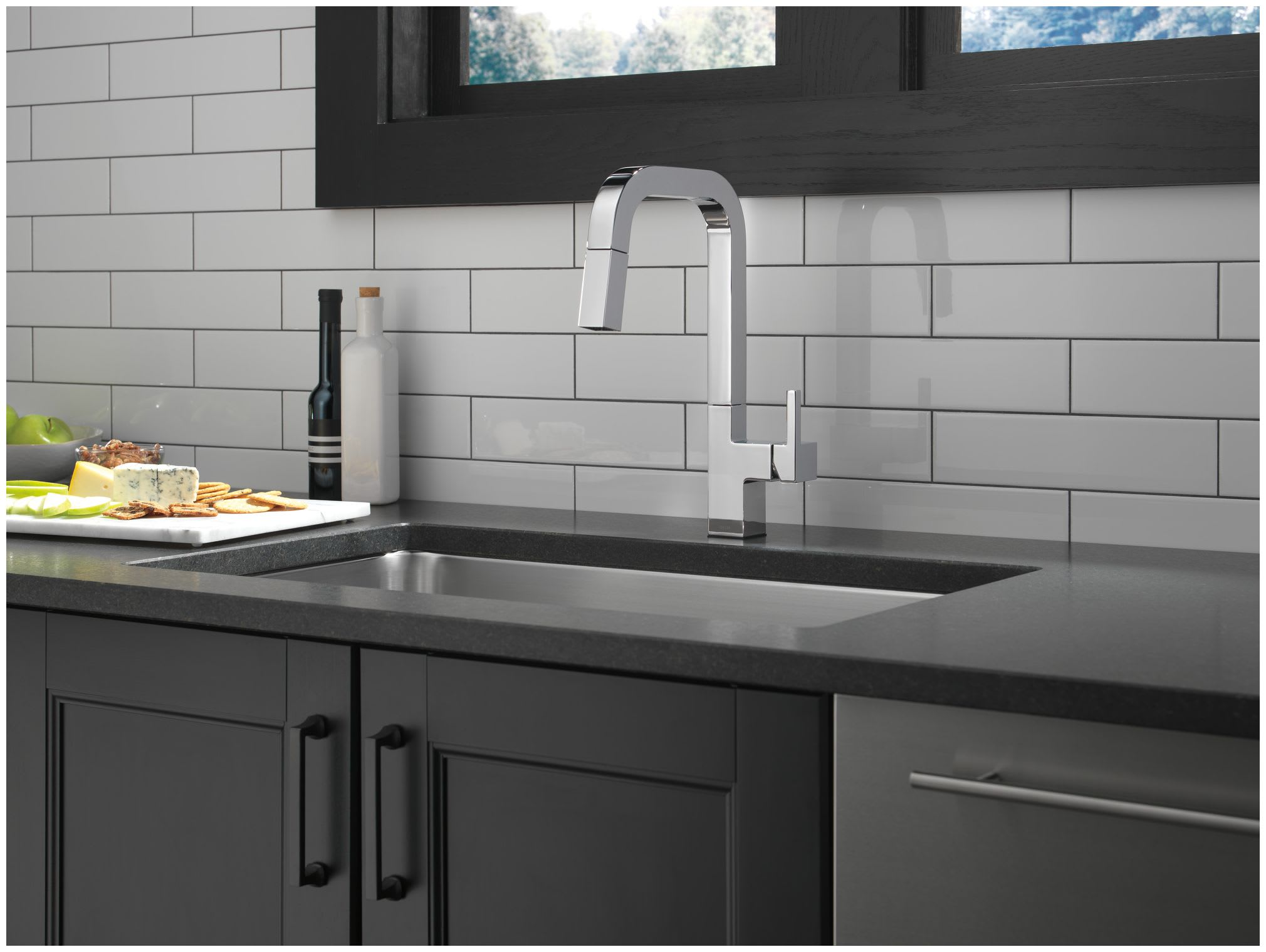 Delta 19825lf Chrome Junction 1 8 Gpm Single Hole Pull Down Kitchen Faucet With Magnatite And Touch Clean Technology Faucet Com
