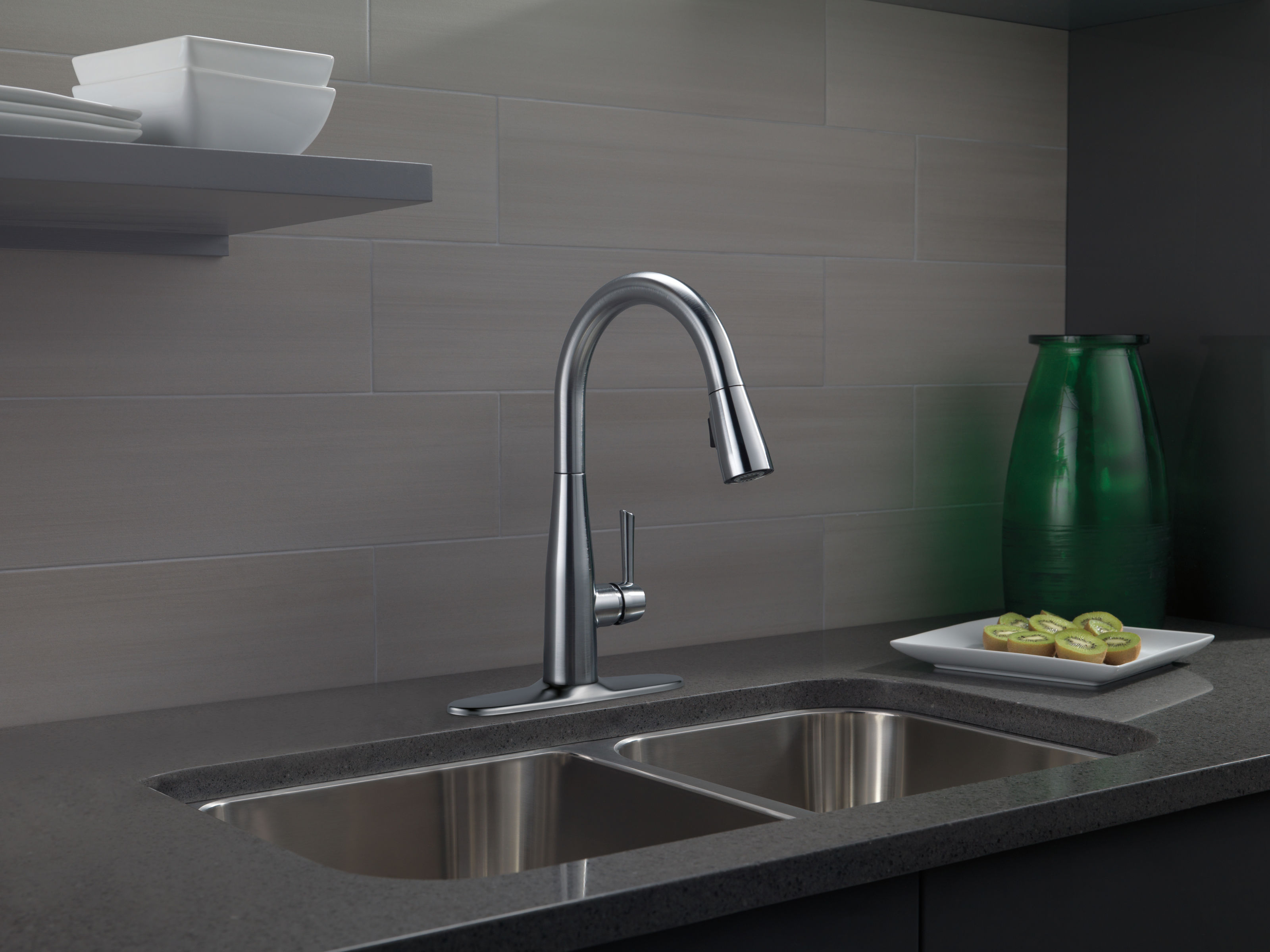 Delta 9113-BL-DST Matte Black Essa Pull-Down Kitchen Faucet with ...
