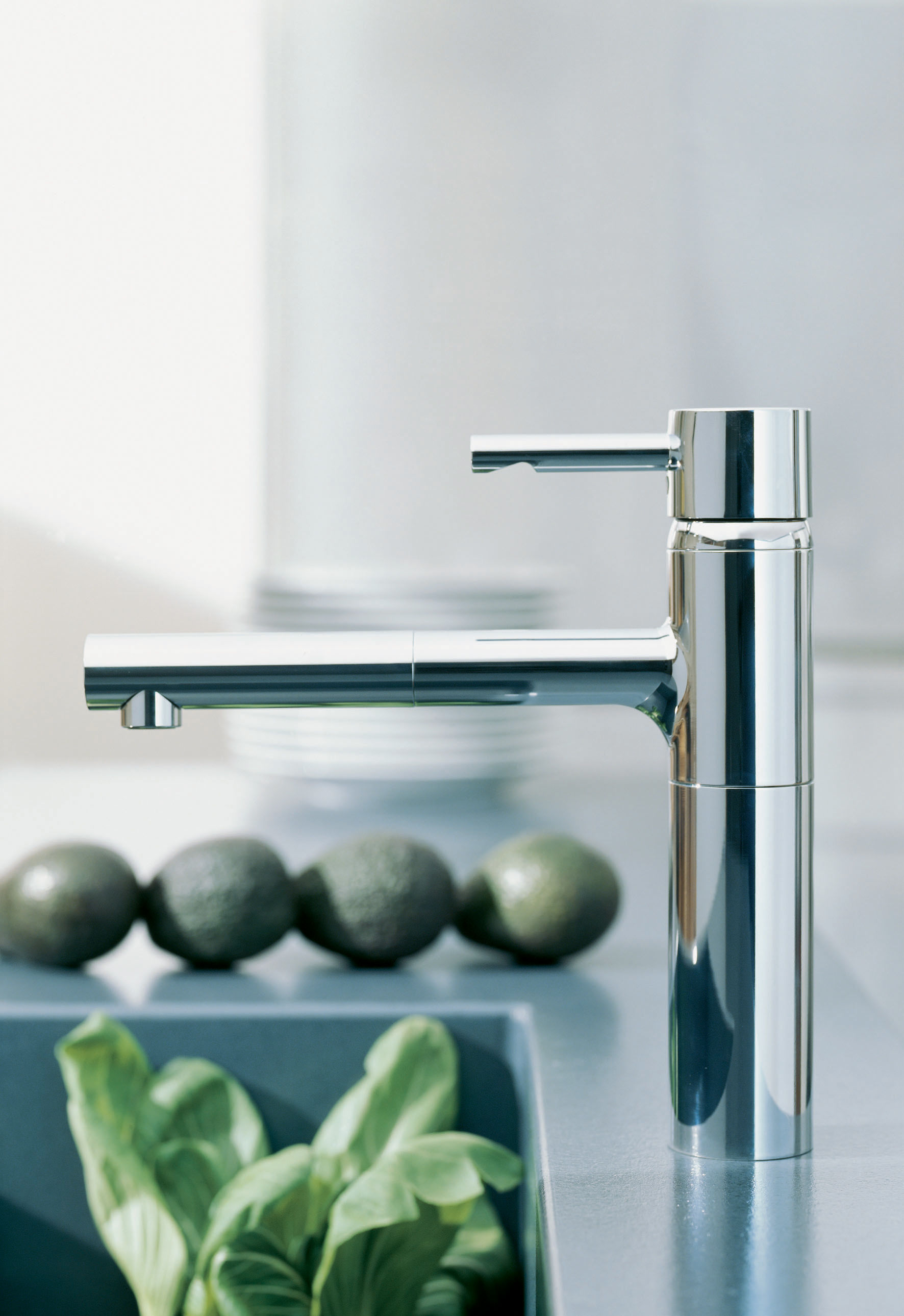 Grohe 32170000 Starlight Chrome Essence Pull-Out Kitchen Faucet ...