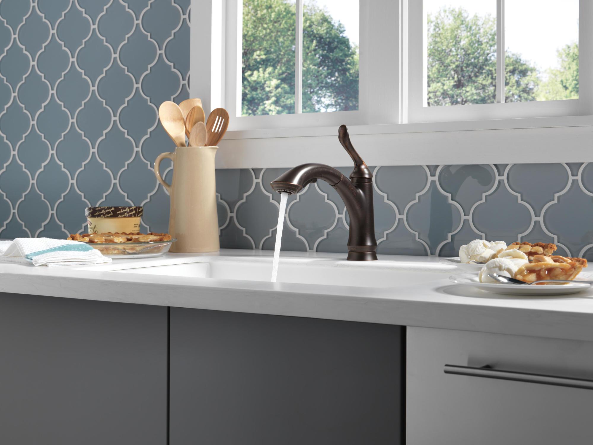 delta 4353-dst linden pull-out kitchen faucet - arctic