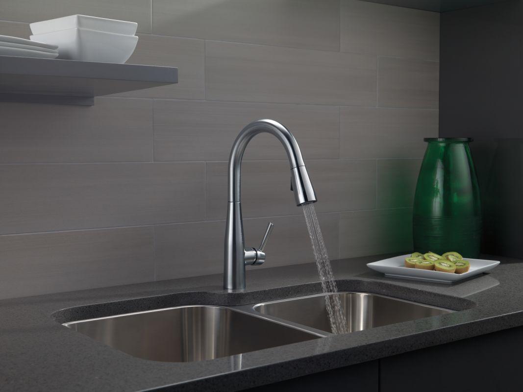 faucet | 9113-bl-dst in matte blackdelta