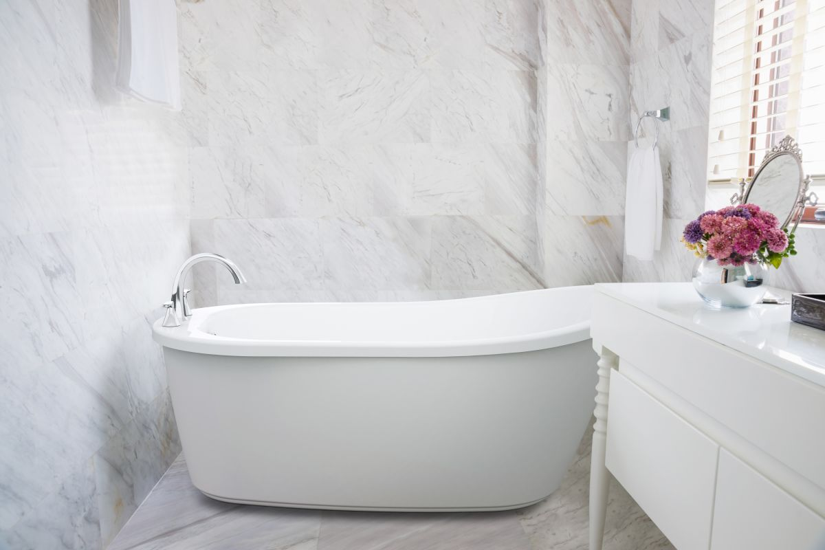 Faucetcom PIBBUXXXXW In White  Chrome Tub Filler By Jacuzzi - Free standing jetted soaking tub